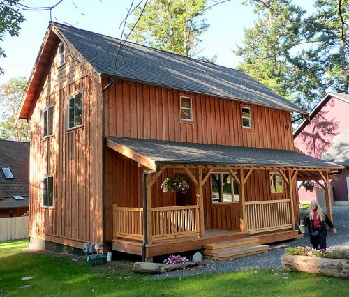2-story Universal cottage with side porch