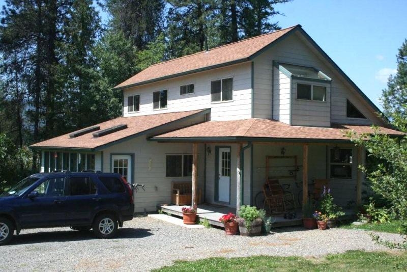 Solar saltbox in idaho for Saltbox house plans with porch